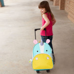 03_zoo_kids_rolling_luggage_unicorn_212312_2700.jpg